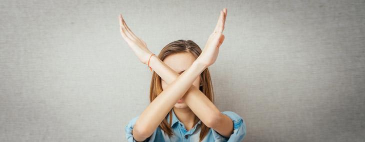 visuel fille bras croisés